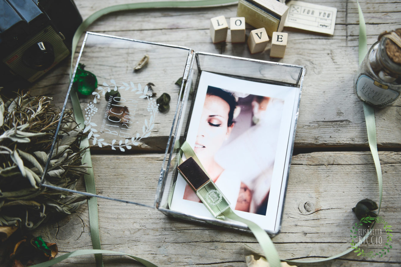 wedding packaging with a glass box with fine art print for your special wedding